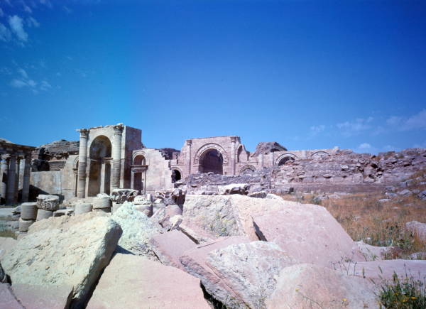 View of the Great Temple, part of Hatra complex.