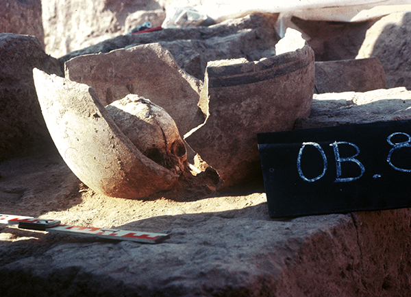 Child's burial from the Ubaid period; grave urn after exploration (Photo Piotr Bieliński)