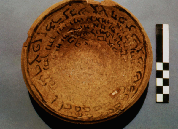 Bowl with a magical inscription in Aramaic from the Parthian period (Photo A. Reiche)