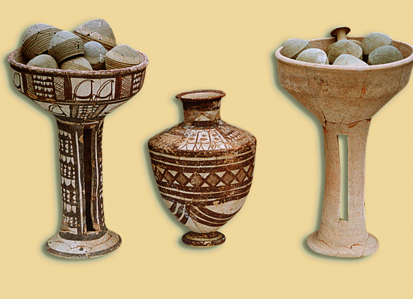 Vessels from a Ninevite 5-period grave (first half of the 3rd millennium BC) (Photo A. Reiche)