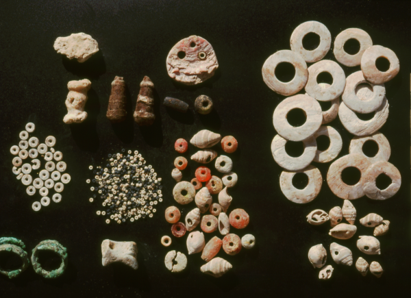 Jewelry from a child's burial; Early Dynastic III period (second half of the 3rd millennium BC) (Photo Andrzej Reiche)