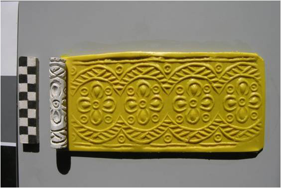 Cylinder seal from the Ninevite 5 period with geometrical decoration in the so-called Piedmont Style and its modern-day impression (first half of the 3rd millennium BC).