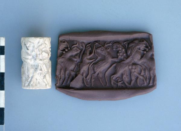 """Pieczęć cylindryczna z okres wczesnodynastycznego i jej współczesny odcisk; scena z """"Panem zwierząt"""", tzw. styl Fara (połowa 3 tys. p.n.e.)."""