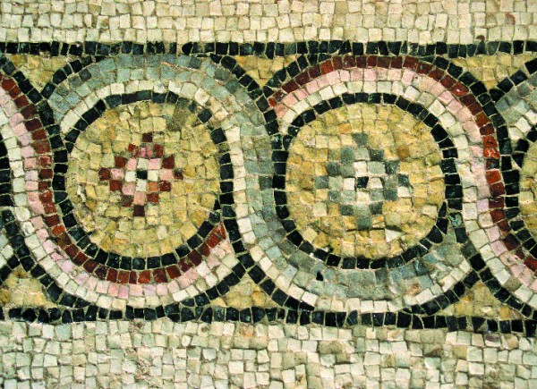 Motif of a circle chain encompassing the main field of the mosaic which adorned the floor of the sacristy (T. Waliszewski)