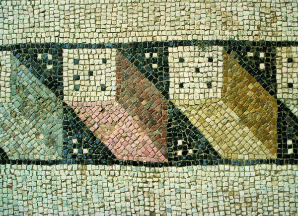 Motif of cuboids shown in perspective used in the decoration of the mosaic border in the southern aisle (T. Waliszewski)